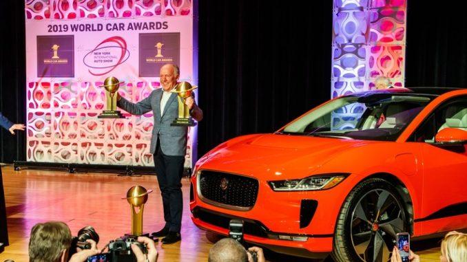 jaguar schwimmt auf elektrischer erfolgswelle 678x381 - Weltpremiere des neuen Jaguar I-PACE eTROPHY Rennwagens beim Formel E-Prix in Berlin