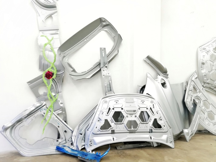 aus schrott wird kunst ford unterstuetzt koelner ausstellung mit restmaterial - Aus Schrott wird Kunst: Ford unterstützt Kölner Ausstellung mit Restmaterial